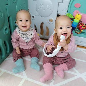 Zwillinge beim Spielen