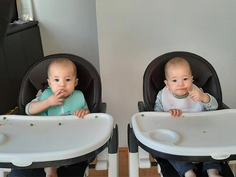 Babys beim Essen und Mahlzeiten einnehmen